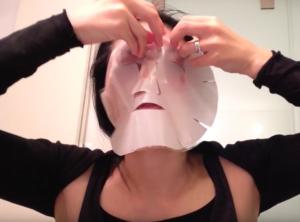 b.glenのジュエルコレクションマスク。美容液がものすごくしたたるので、けっこうたいへん?!