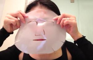 両面に透明な保護シートが貼られているゲル状のマスク。うすっぺらではなく、ちょっと厚みがあります。b.glenクリスマスBIGセール2016の非売品プレゼント!