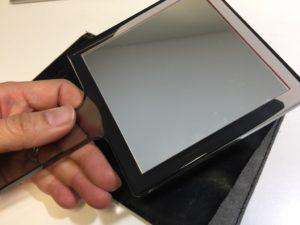 江原道で購入者無料プレゼントでゲットした手鏡、愛用しています。パソコンディスクに座った時に手が届くところにあります。お肌のチェックの回数が若い頃に比べると極端に多くなりました。