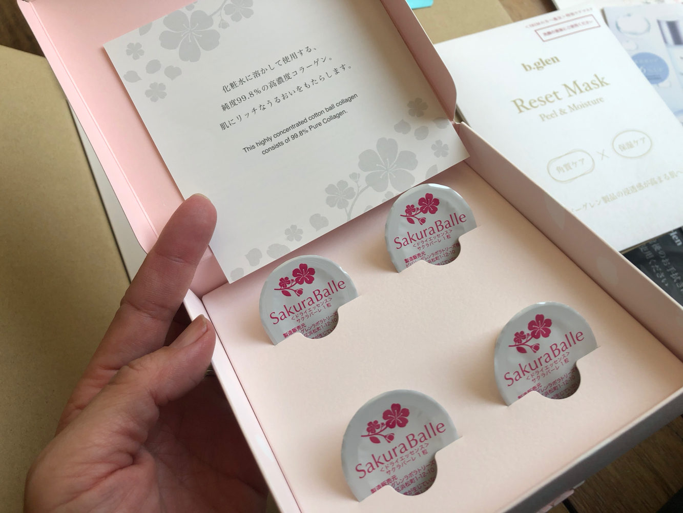 b.glen_IBIM定額サービス、今回の継続プレゼントは、ピュアコラーゲンの綿玉。化粧水に溶かして使います。